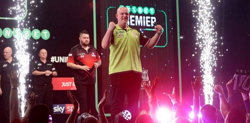 Michael Smith Sends Peter Wright Packing In The Darts Premier League